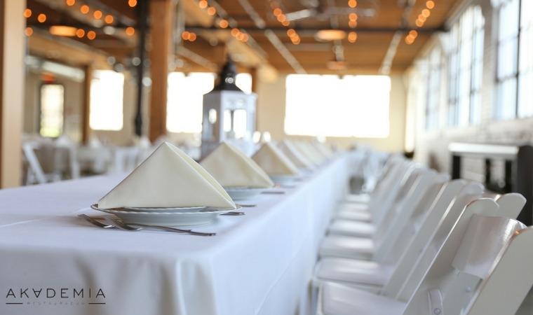 Jak dobrać restaurację pod organizację przyjęć okolicznościowych?