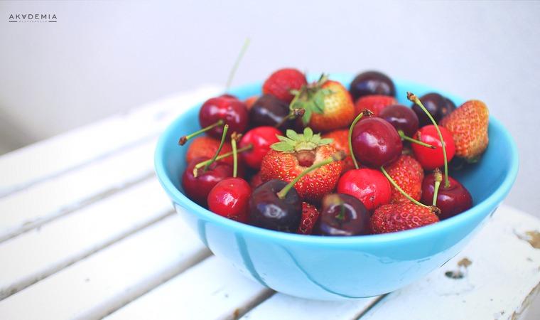 Czerwcowe owoce i warzywa – czerwiec na talerzu