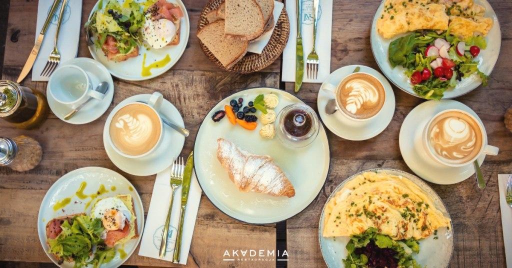 Jak nauczyć się smakować jedzenie w restauracjach? Restauracja Akademia Warszawa