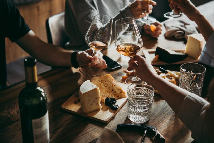 Jak wybrać wino do obiadu?